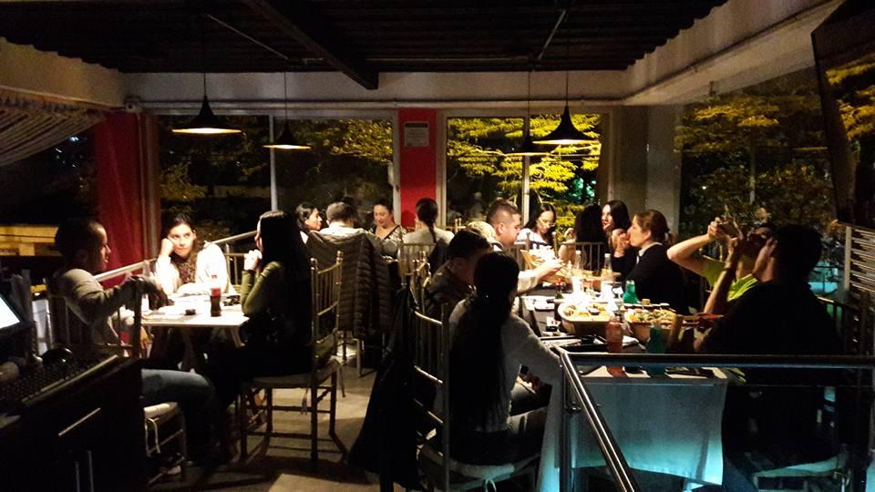 restaurante con personas